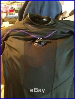 Aqualung fusion essence womans drysuit size large. I will include shipping